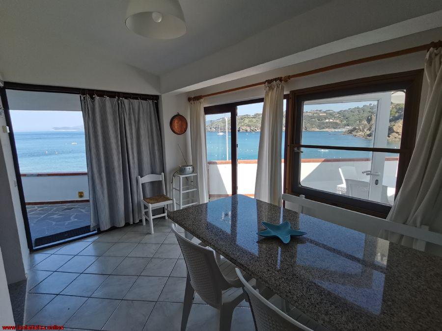 LAST MINUTE Meraviglioso appartamento indipendente sulla spiaggia di Capoliveri 19/09 - 26/09. Max 5 persone