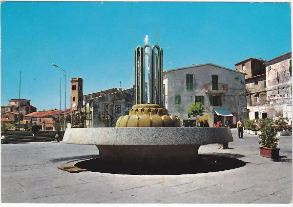 Fontana in piazza a Capoliveri